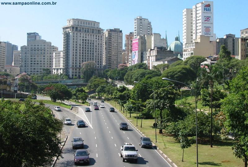 Avenida Vinte e Três de Maio, altura do Viaduto dona Paulina